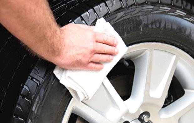 Lavado a mano coche+desinfección 23€