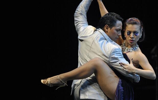 1 mes de bailes latinos o de salón 10,90€