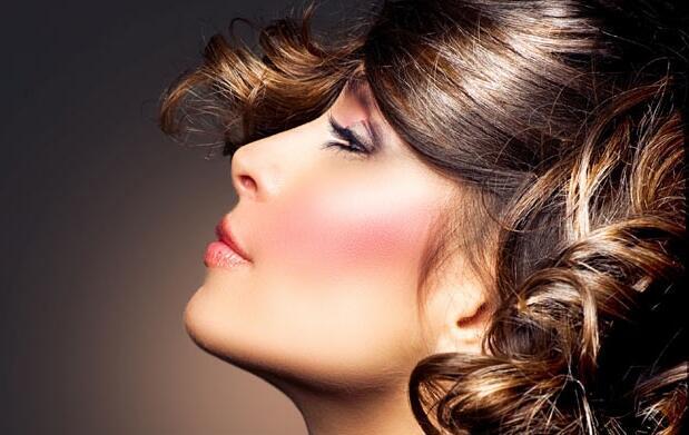 Fiestas:peinado, maquillaje y manicura 22€