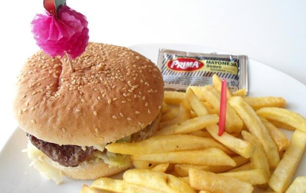 Menú para 2, hamburguesa y batido 9€