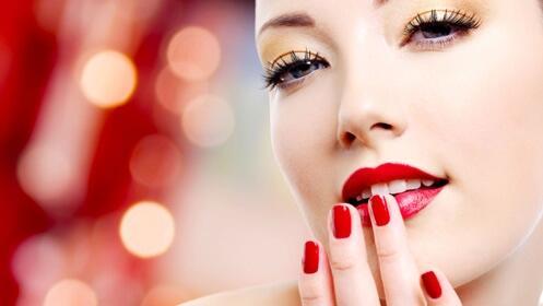Presume de uñas con 2 manicuras y 2 pedicuras completas