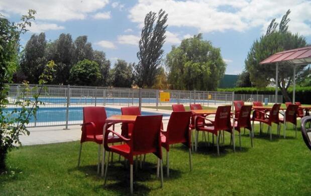 Entrada piscina+menú con bebida 4,75€