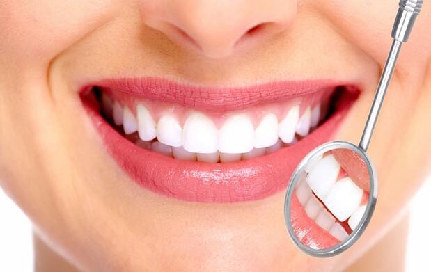 Limpieza dental y revisión por 15 €