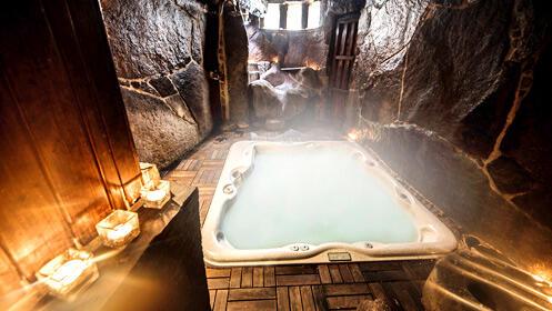 Hotel rural para dos con spa privado en una cueva termal