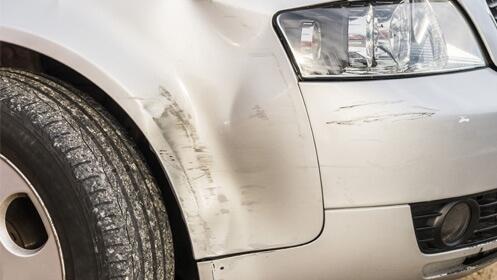 Reparación y pintura de golpe coche