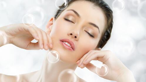 Tratamiento 2 en 1: higiene facial + manicura semipermanente