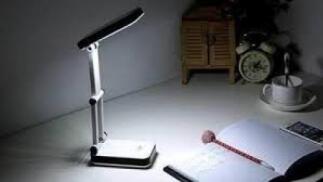 Lámpara LED de sobremesa plegable