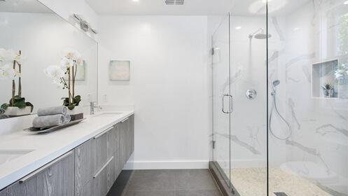 Elimina la bañera por un plato de ducha ¡más barato!