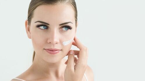 Novedoso facial 6 en 1 con radiofrecuencia y ácido hialurónico