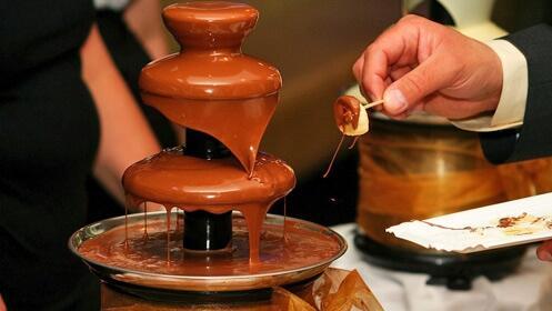 Alquila tres fuentes de chocolate para el día de tu boda