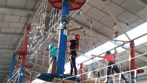Geko Aventura: circuito con tirolina o curso de escalada