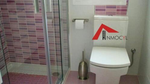 Elimina la bañera y cámbialo por un cómodo plato de ducha