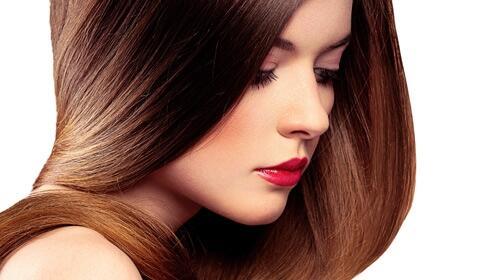 Aporta color a tu cabello con tinte, peinado, hidratación y champú