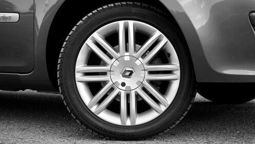 Aprovecha para limpiar tu coche, lavado a mano interior y exterior
