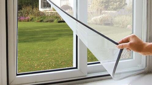 Mosquitera adhesiva para ventanas