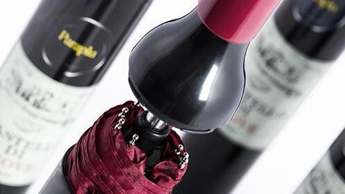 Original paraguas con forma de botella de vino