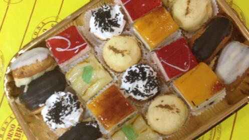 Bandeja de pastelitos variados