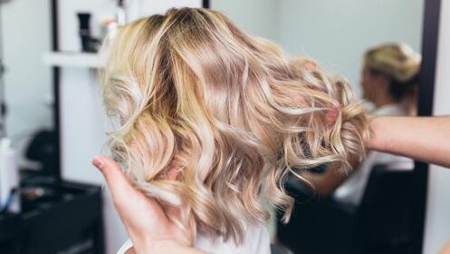 Da vida a tu cabello con esta sesión de tinte, corte, lavado y peinado