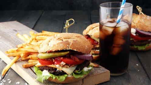Deliciosas hamburguesas de buey, menú completo para dos