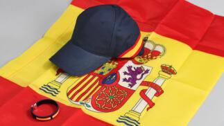 Luce los colores de España: bandera, gorra o pulsera