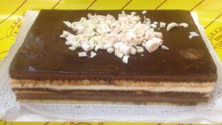 Irresistible tarta de tres chocolates
