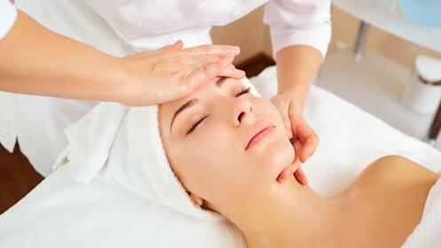 Sesión triple de belleza: masaje, manipedi y facial 18,50€