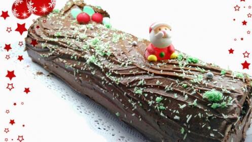 El dulce de estas fiestas, tronco de Navidad con nata y almendra